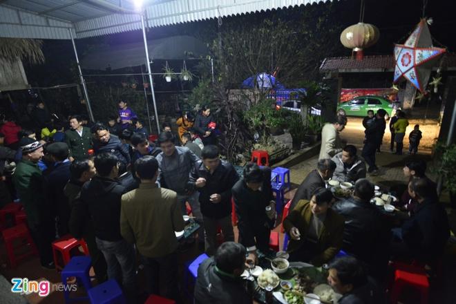 Cong Phuong mac ao coc tay trong le vinh danh duoi mua ret 13 do C hinh anh 39