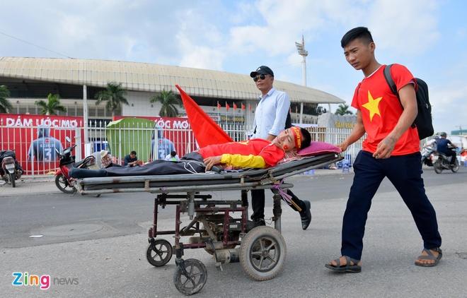 Sai Gon - Ha Noi tung bung truoc chien thang 2-0 cua tuyen Viet Nam hinh anh 6