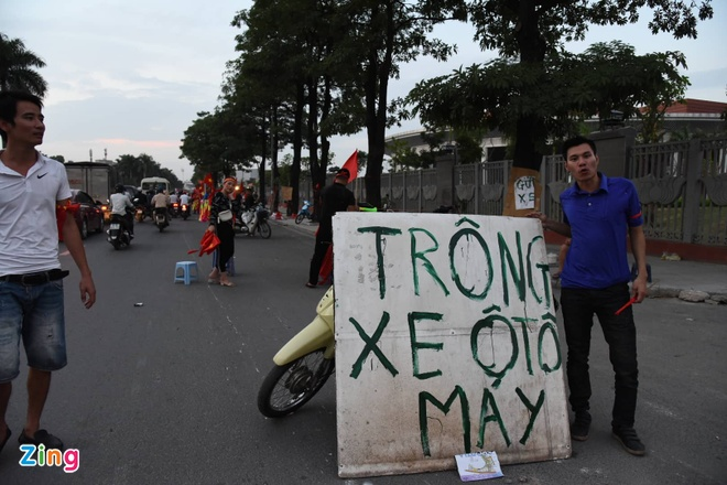 Sai Gon - Ha Noi tung bung truoc chien thang 2-0 cua tuyen Viet Nam hinh anh 25