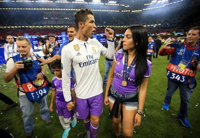 Ban gai Ronaldo la lam trong vai tro cua mot nguoi mau hinh anh 5
