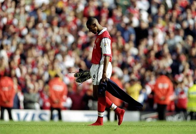 Podolski, Lucas Perez va loi nguyen ao so 9 o Arsenal hinh anh 2