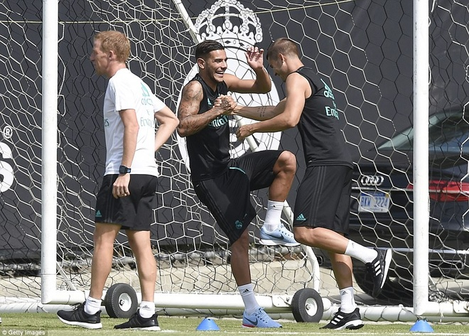 Gareth Bale khoe co bap trong buoi tap hinh anh 4