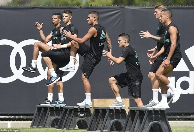 Gareth Bale khoe co bap trong buoi tap hinh anh 6