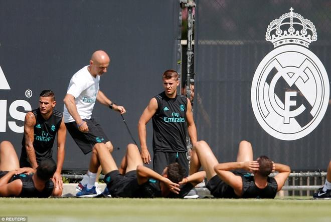 Gareth Bale khoe co bap trong buoi tap hinh anh 7