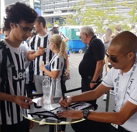 Juventus vs Barcelona (1-2): Neymar toa sang giua bao tin don hinh anh 7