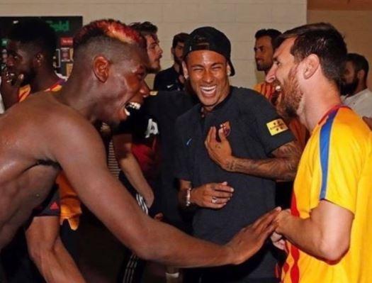 Pogba cuoi dua voi Messi, Neymar sau tran thua Barca hinh anh