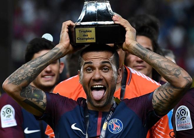 Dani Alves lap sieu pham sut phat dua PSG dang quang sieu cup Phap hinh anh