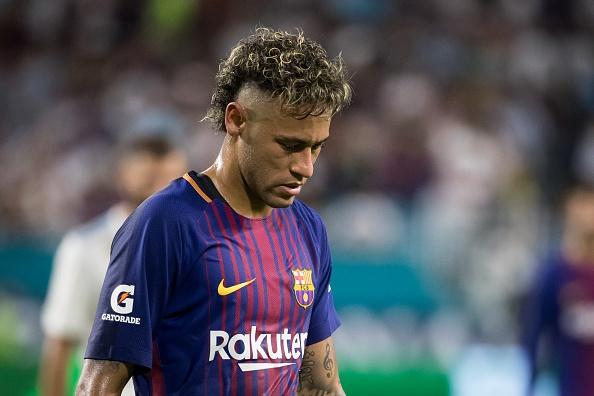 Neymar bi fan chui rua trong tran giao huu cua Barca hinh anh