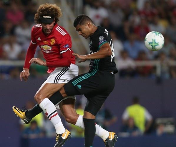 Fellaini hoa nguoi hung trong mat CDV Man Utd hinh anh 7