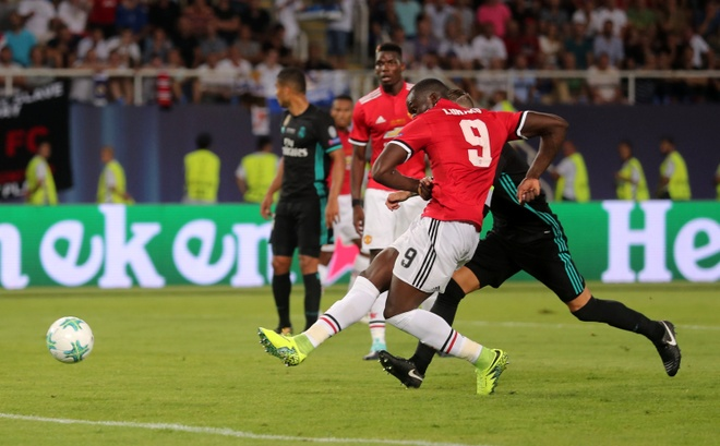 Ronaldo khoac vai Mourinho, an mung phan khich sau chuc vo dich hinh anh 12