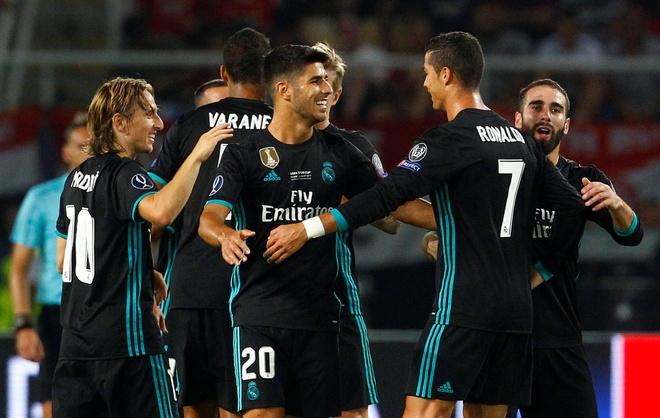 Ronaldo khoac vai Mourinho, an mung phan khich sau chuc vo dich hinh anh 14
