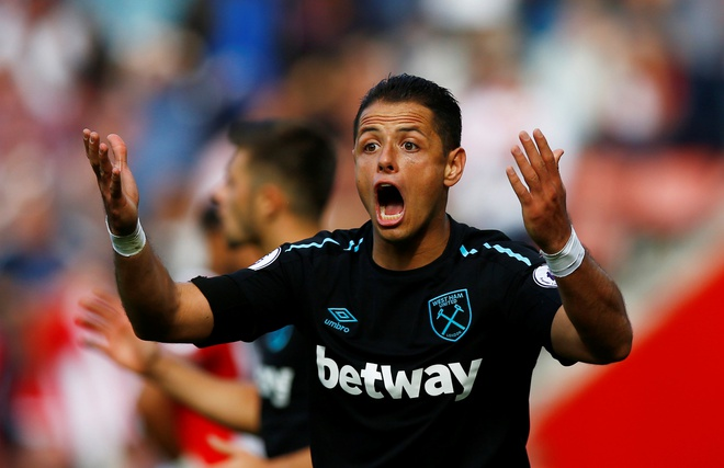 Chicharito lap cu dup, West Ham van thua Southampton o phut cuoi hinh anh
