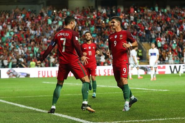 Ronaldo lap hat-trick, Bo Dao Nha thang dam tai vong loai World Cup hinh anh 3