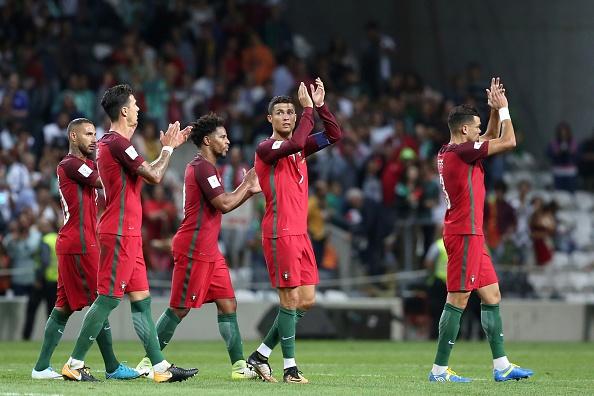 Ronaldo lap hat-trick, Bo Dao Nha thang dam tai vong loai World Cup hinh anh 9