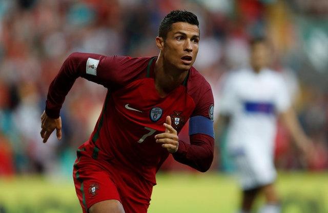 Ronaldo lap hat-trick, Bo Dao Nha thang dam tai vong loai World Cup hinh anh