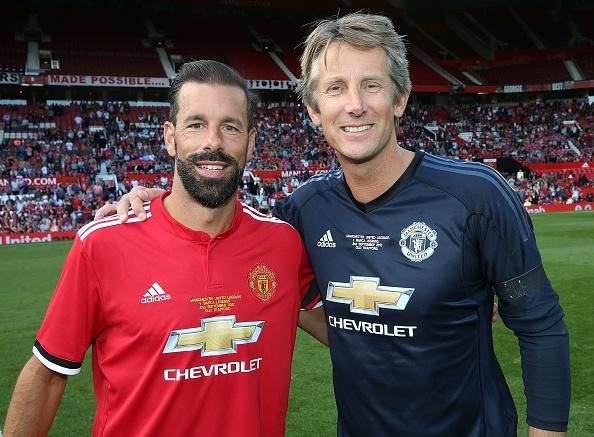 Van Nistelrooy toa sang, huyen thoai MU ha guc doi ngoi sao Barca hinh anh