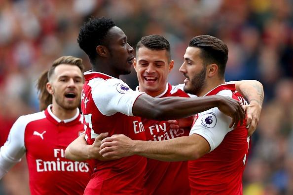 Welbeck lap cu dup dua Arsenal tim lai niem vui chien thang hinh anh