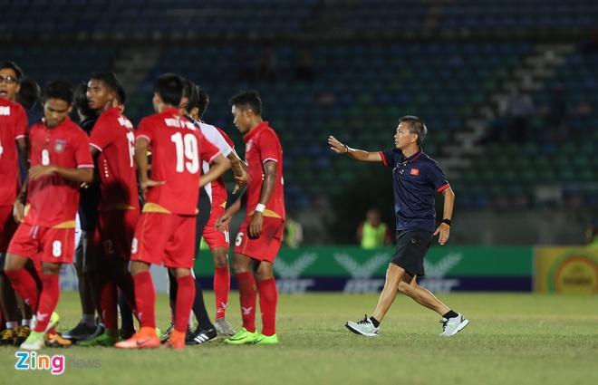 HLV Hoang Anh Tuan lao vao san ngan U18 Viet Nam gay go voi Myanmar hinh anh