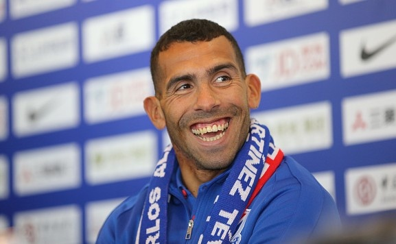 Tevez che bong da Trung Quoc cham tien nua the ky hinh anh