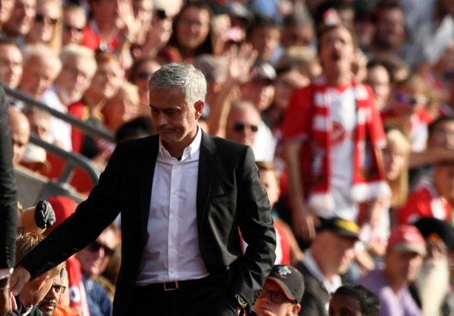 Mourinho co tinh chiu phat de cau gio cho hoc tro? hinh anh 5