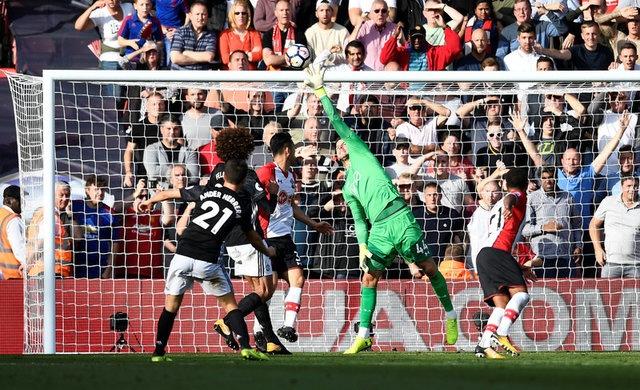 Southampton vs Man Utd (0-1): Chien thang xau xi hinh anh 28