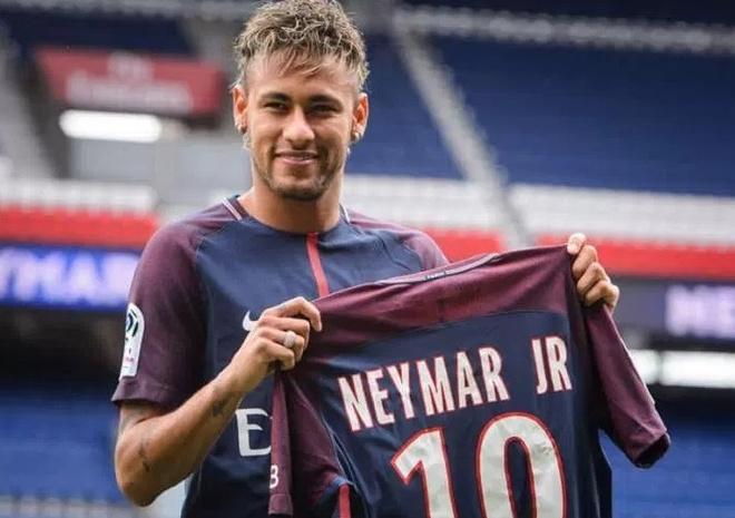 Neymar bi Cavani xuc pham ngay lan dau den Paris hinh anh