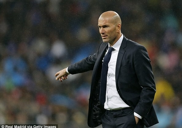 Zidane linh xuong doi hinh HLV tham du Champions League hinh anh 19
