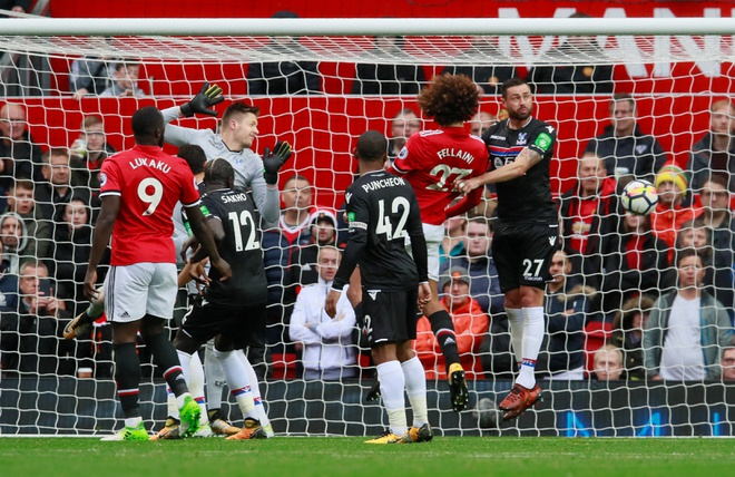 Fellaini lap cu dup tam dua MU len ngoi dau Premier League hinh anh 31