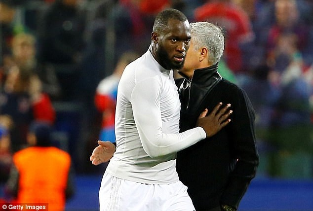 Fellaini lap cu dup tam dua MU len ngoi dau Premier League hinh anh 4