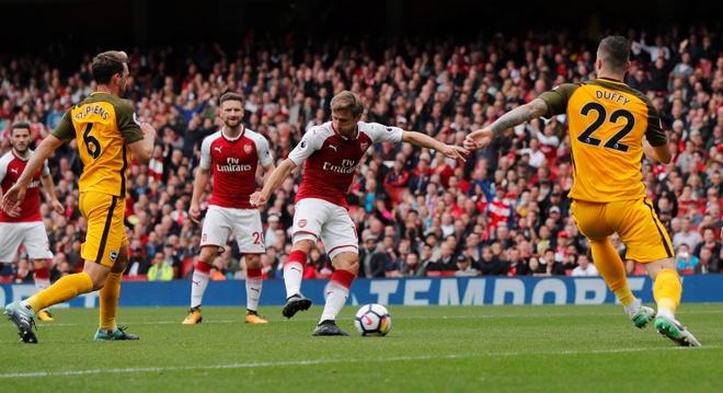 Arsenal vs Brighton (2-0): Sanchez kien tao dang cap hinh anh 17