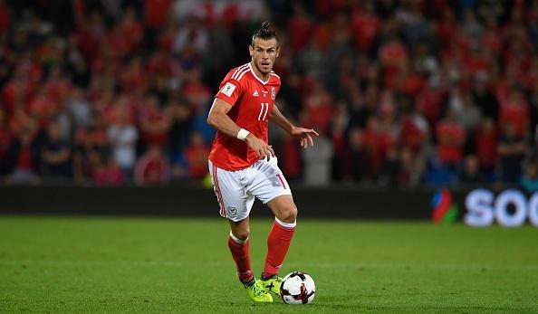 Gareth Bale dan dau doi hinh ngoi sao xem World Cup qua vo tuyen hinh anh 9