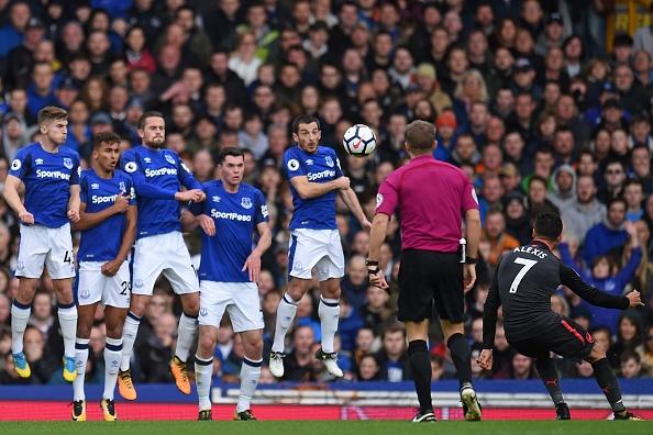Everton 2-5 Arsenal: Mon qua sinh nhat y nghia cho Arsene Wenger hinh anh 12