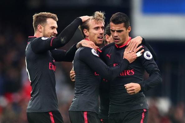 Everton 2-5 Arsenal: Mon qua sinh nhat y nghia cho Arsene Wenger hinh anh 26