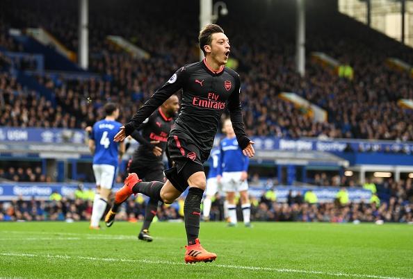 Everton 2-5 Arsenal: Mon qua sinh nhat y nghia cho Arsene Wenger hinh anh 22