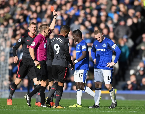 Everton 2-5 Arsenal: Mon qua sinh nhat y nghia cho Arsene Wenger hinh anh 23
