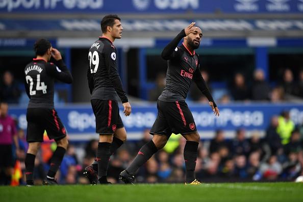 Everton 2-5 Arsenal: Mon qua sinh nhat y nghia cho Arsene Wenger hinh anh 24