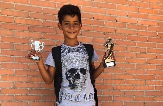 Con trai Ronaldo lap sieu pham sut xa hut 13 trieu luot xem hinh anh