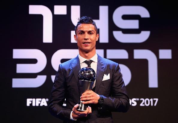Vuot Messi va Neymar, Ronaldo gianh giai The Best nam thu 2 lien tiep hinh anh