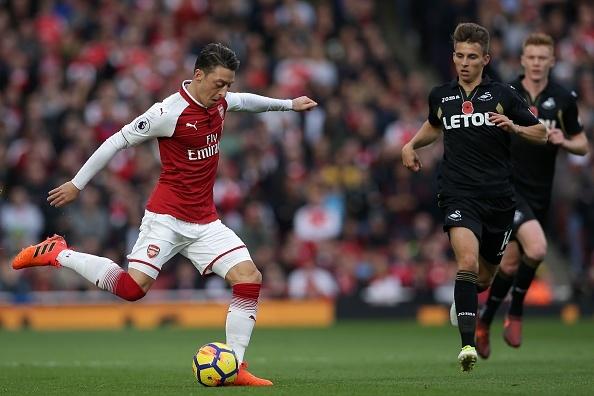 Arsenal 2-1 Swansea: 'Xe tang' khai hoa hinh anh 11