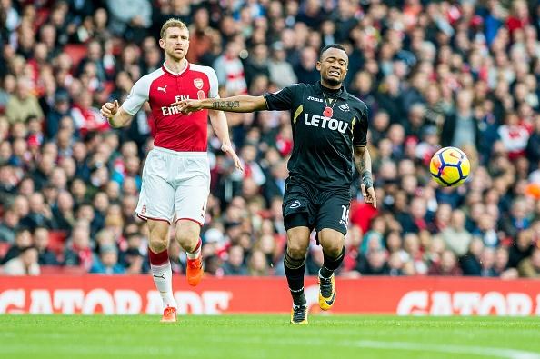 Arsenal 2-1 Swansea: 'Xe tang' khai hoa hinh anh 12