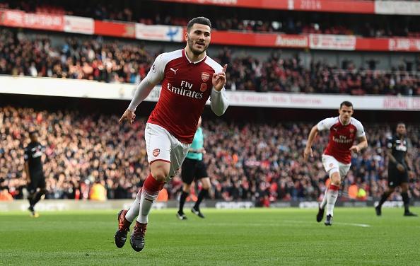 Arsenal 2-1 Swansea: 'Xe tang' khai hoa hinh anh 16