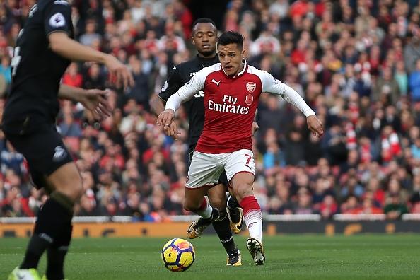 Arsenal 2-1 Swansea: 'Xe tang' khai hoa hinh anh 9