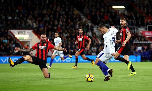Morata kien tao, Hazard ghi ban dua Chelsea tro lai top 4 hinh anh 19