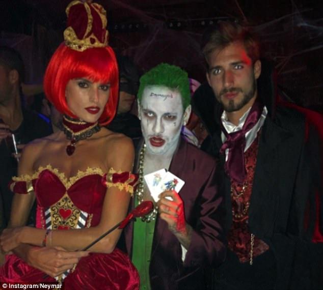 Neymar hoa trang thanh ac nhan Joker mung Halloween hinh anh 4