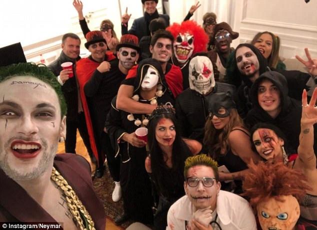 Neymar hoa trang thanh ac nhan Joker mung Halloween hinh anh 5