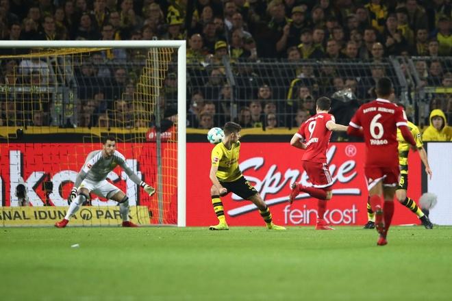 Tiep mach thang hoa, Bayern nhan chim Dortmund tren san khach hinh anh 8