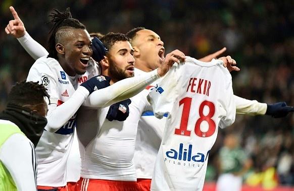 An mung kieu Ronaldo, sao Ligue 1 gay bao loan tai SVD hinh anh