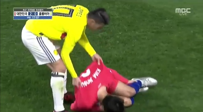 Che nhao Han Quoc, sao Colombia doi mat an phat tu FIFA hinh anh 1