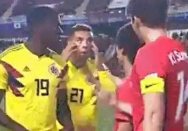 Che nhao Han Quoc, sao Colombia doi mat an phat tu FIFA hinh anh