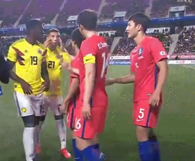 Che nhao Han Quoc, sao Colombia doi mat an phat tu FIFA hinh anh 4